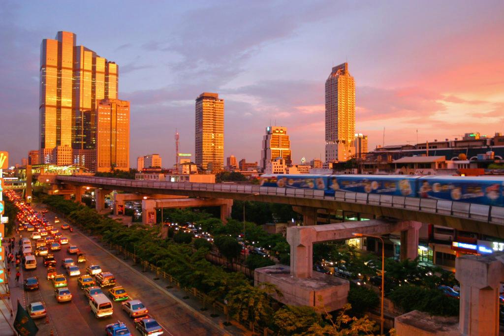 Bangkok během zlaté hodiny (zdroj Wikipedia)