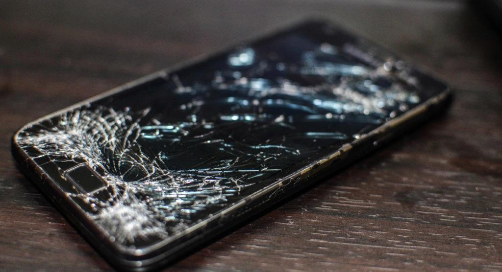 Pohled na rozbitý displej bývá smutný. Jak chráníte obrazovku vy?
