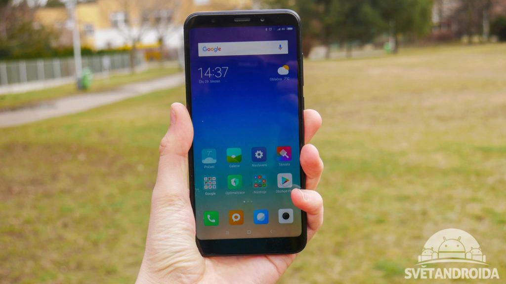 Xiaomi Redmi 5 Plus-recenze-konstrukce-predni cast