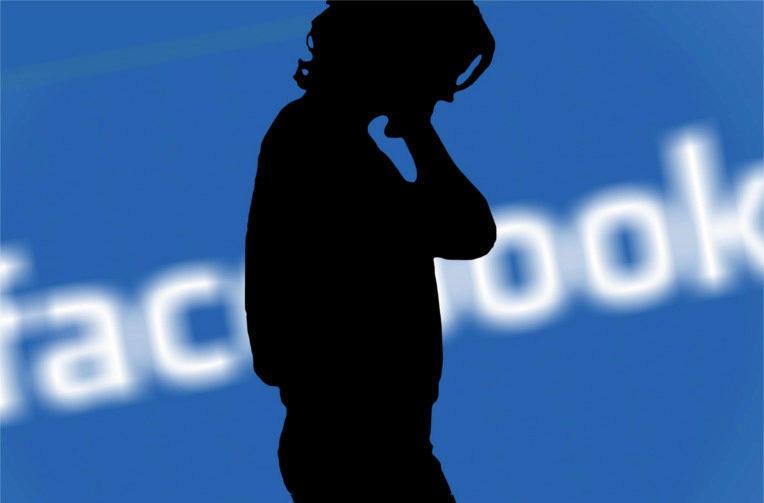 facebook vymazat zpravy