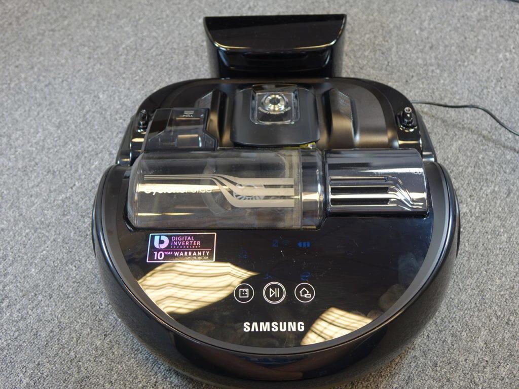roboticky vysavac samsung powerbot VR9300 vysavani