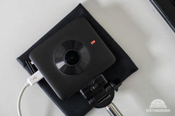 360 kamera Xiaomi Svítící červená dioda - baterie se nabíjí