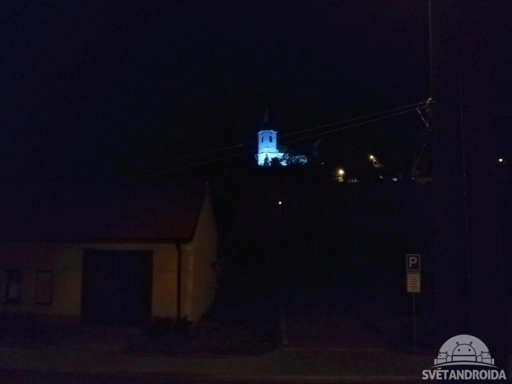 Nokia 6.1 noční fotografie