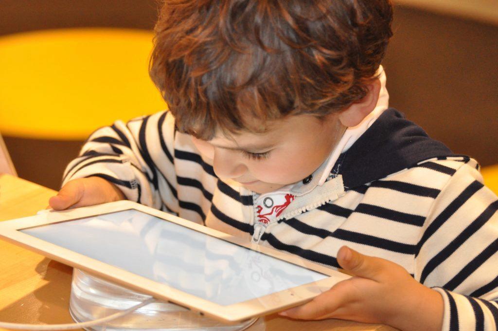 Jak omezit dětem stahování aplikací z Obchodu Play?