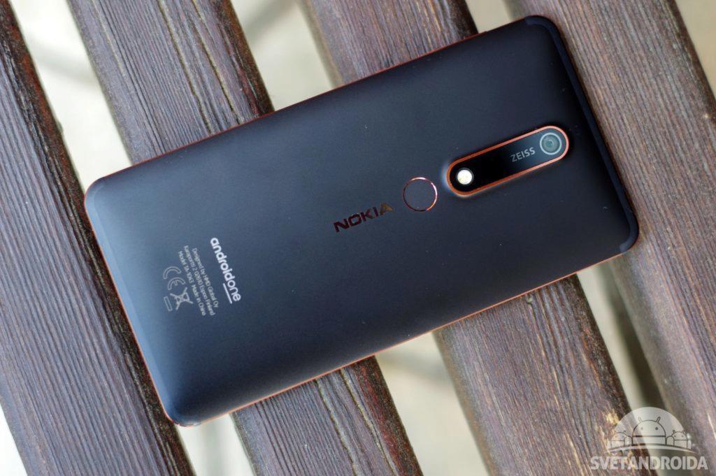 Nokia 6.1 záda telefonu