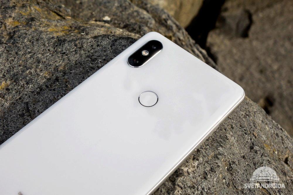 Fotoaparát Xiaomi Mi Mix 2S je umístěn v levém horním rohu
