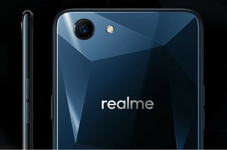 realme 1 levny telefon design