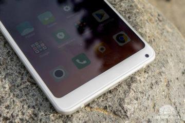 Selfie kamera na Xiaomi Mi Mix 2S je umístěna v pravém dolním rohu