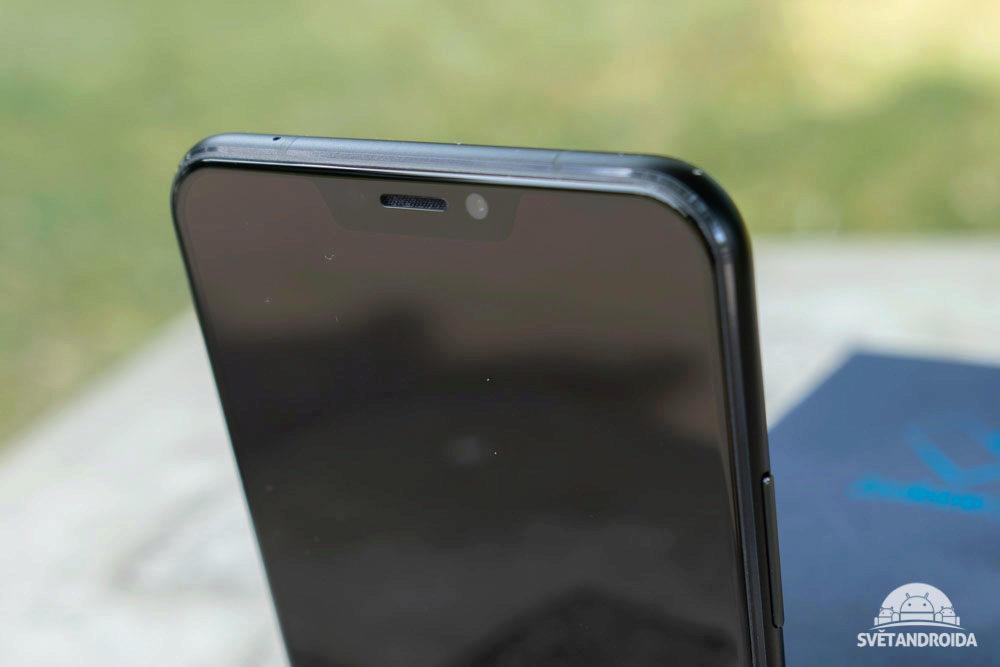 Asus Zenfone 5 vyrez v displeji