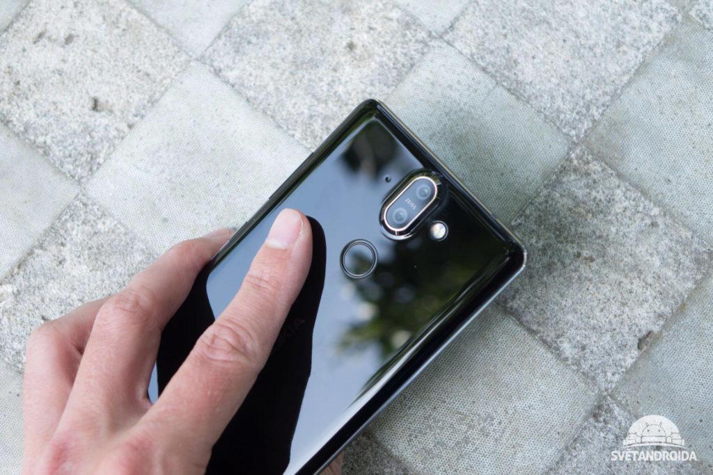 Nokia 8 Sirocco má kvalitní a dobře umístěnou čtečku otisků prstů