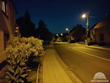LG G7 ThinQ noční foto ulice