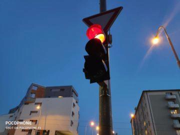 Pocophone F1 semafor nocni foto