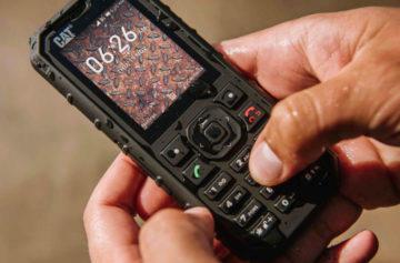 CAT B35 je nový odolný tlačítkový telefon, ve kterém najdete Google aplikace