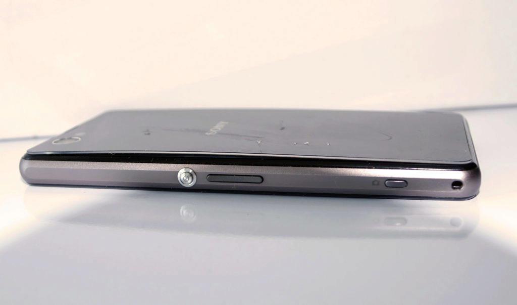 poskozena baterie v telefonu - vypouknuty kryt