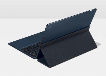 Pixel Slate ve stojánku zezadu
