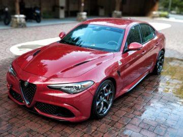Red Hydrogen foto červený automobil