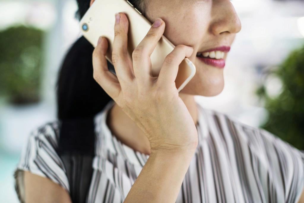 výhodou hovoru vedeného přes VoLTE proti telefonátu přes klasickou mobilní síť je špičková kvalita zvuku