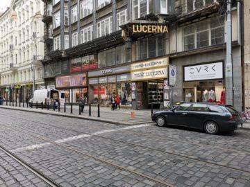 huawei-mate-20-pro-lucerna-ulice