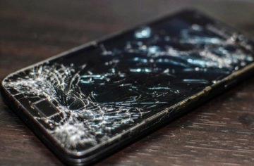 Rozbili jste někdy obrazovku svého telefonu? (Víkendová hlasovačka)