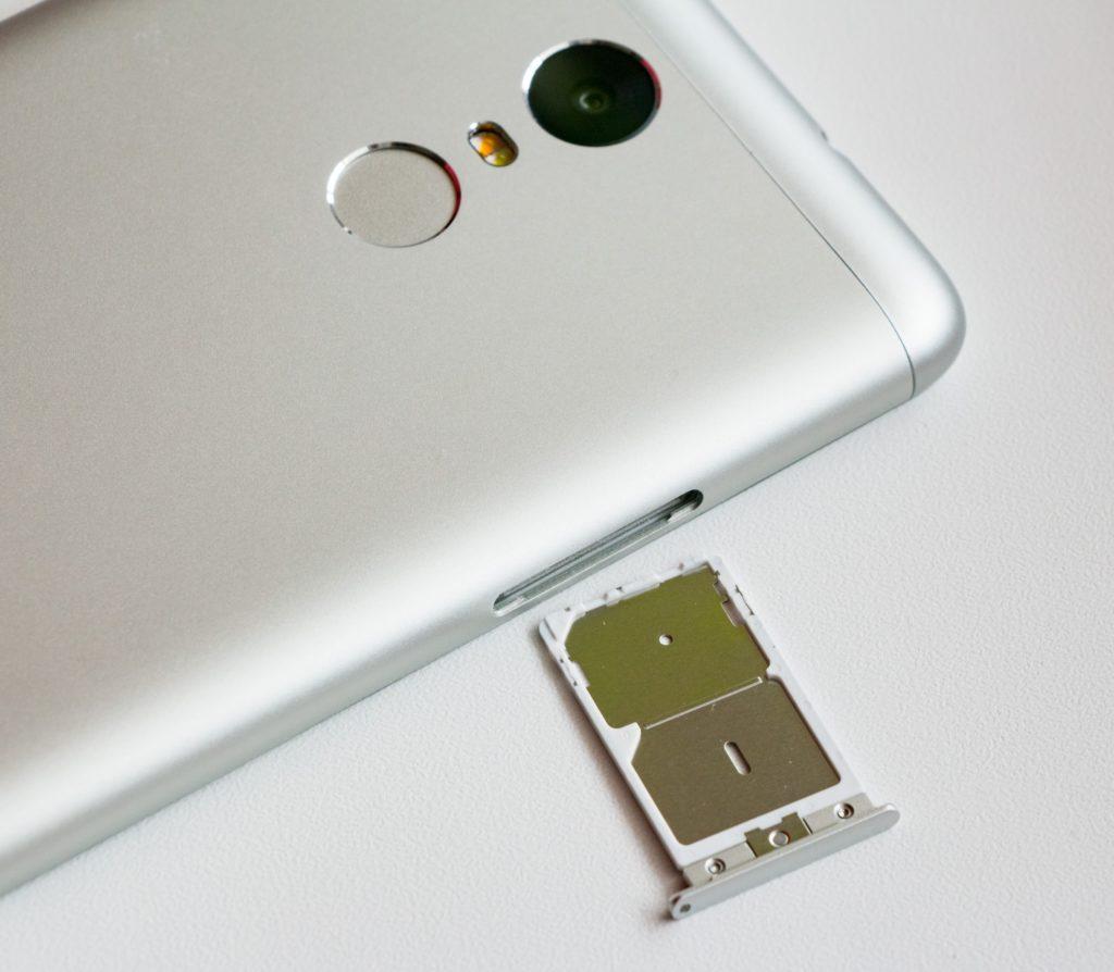 Dual SIM telefony jsou zařízení, do kterých lze současně nainstalovat dvě SIM karty