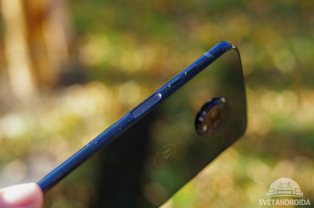 Motorola Moto Z3 Play čtečka otisků