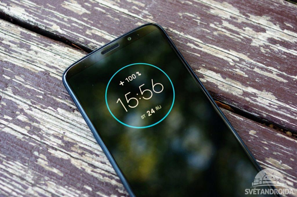 Motorola Moto Z3 Play moto display
