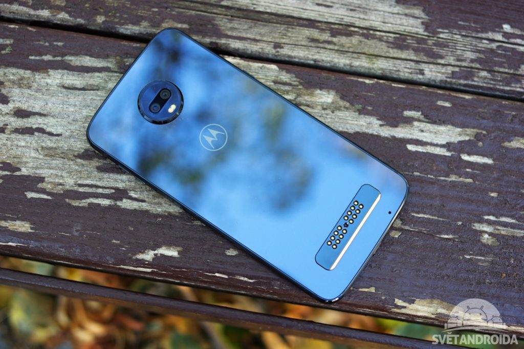 Motorola Moto Z3 Play záda