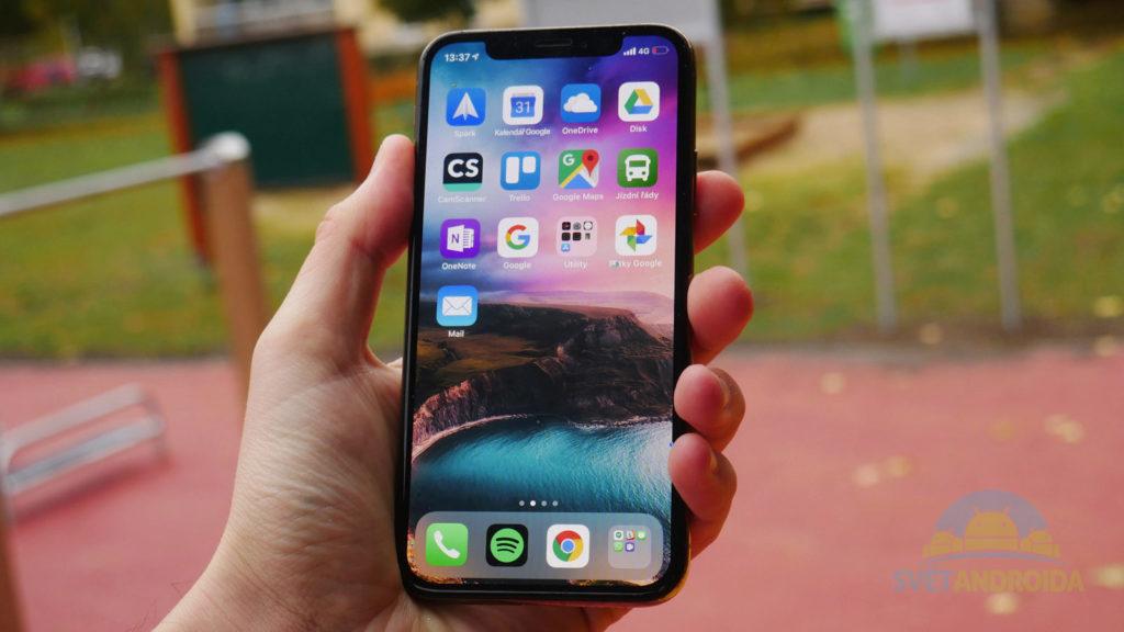 iPhone XS přední strana