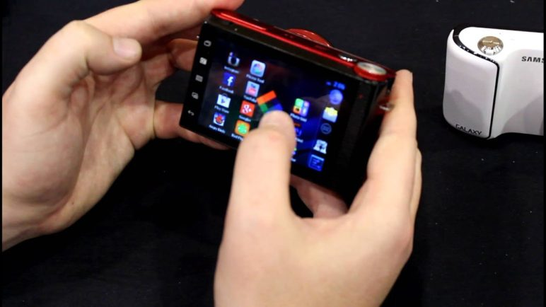 [CES 2013] Hands-on with the Polaroid iM836 Android camera