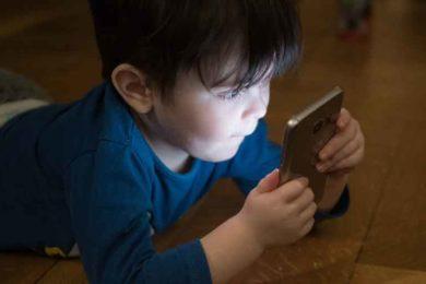 co-delaji-deti-na-mobilu
