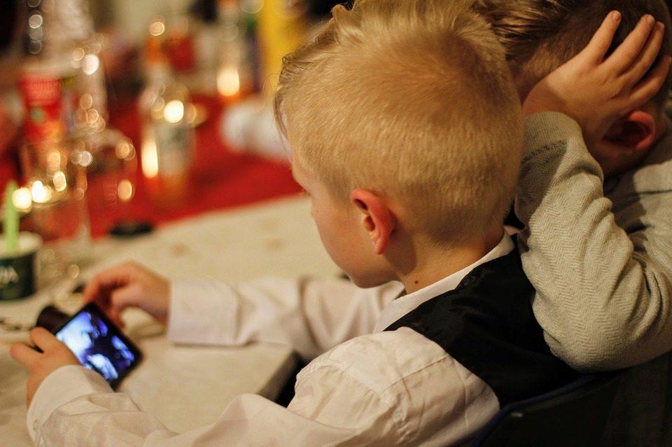 Kontrolujete, co dělají (vaše) děti na mobilu? (Hlasovačka)