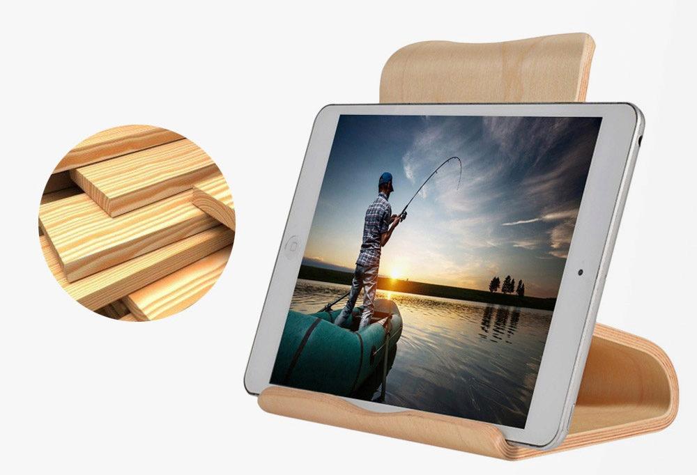 dřevěný stojánek pro tablet