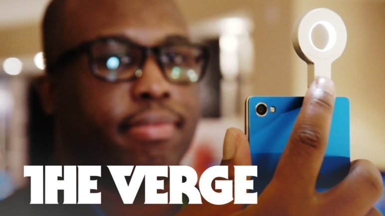 Lenovo made a Selfie Flash and it's awesome — CES 2015