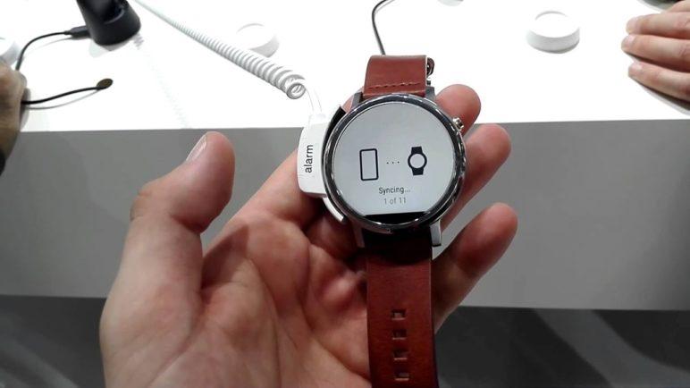 Motorola Moto 360 první pohled (IFA 2015)