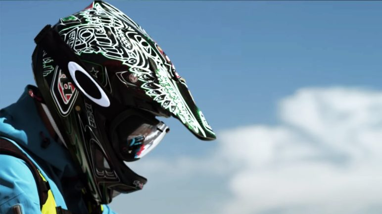 Oakley Airwave: GPS Enabled Goggle