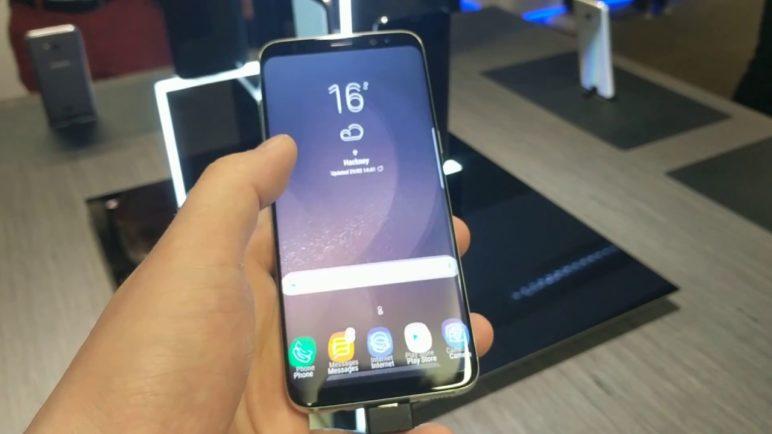 První minuta se Samsung Galaxy S8