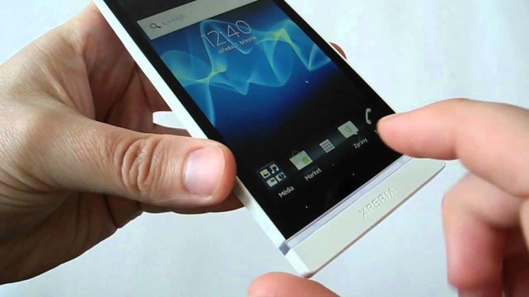 Sony Xperia S: První pohled na novinku s Androidem a HD displejem (preview)