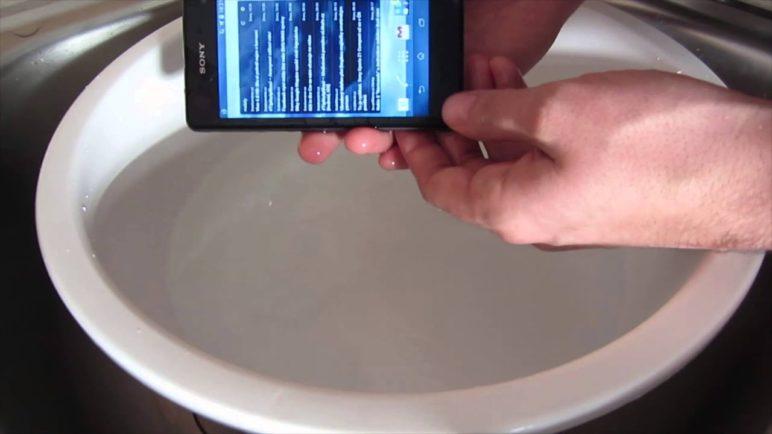 Sony Xperia Z1 Compact - Test vodotěsnosti