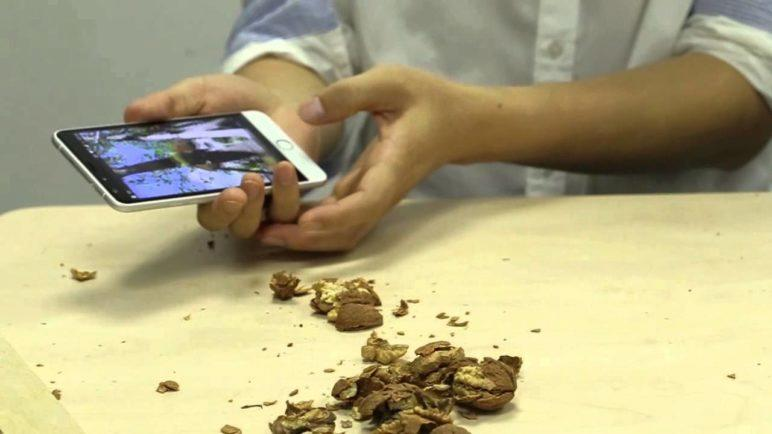 Ulefone Be Touch 2 durability test, smash Walnuts and drive Nails