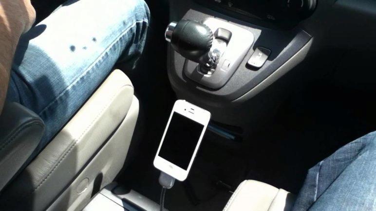 Une Bobine in the car