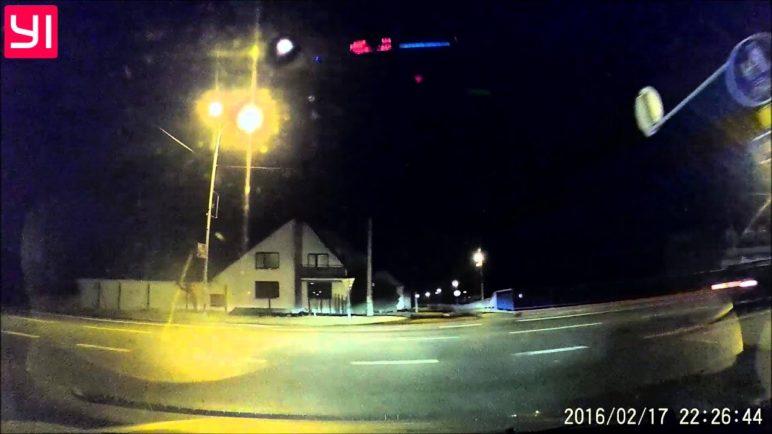 Xiaomi Yi Dashboard Camera - noční testovací video