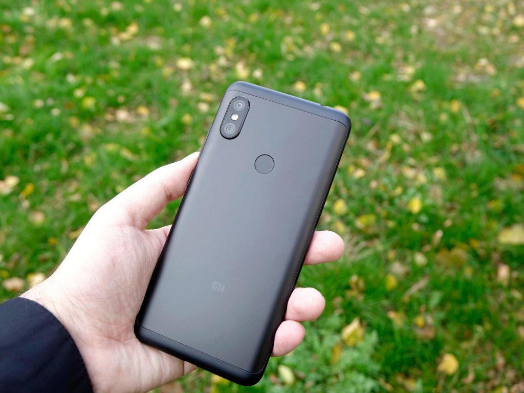 Zadní strana Xiaomi Redmi Note 6 Pro