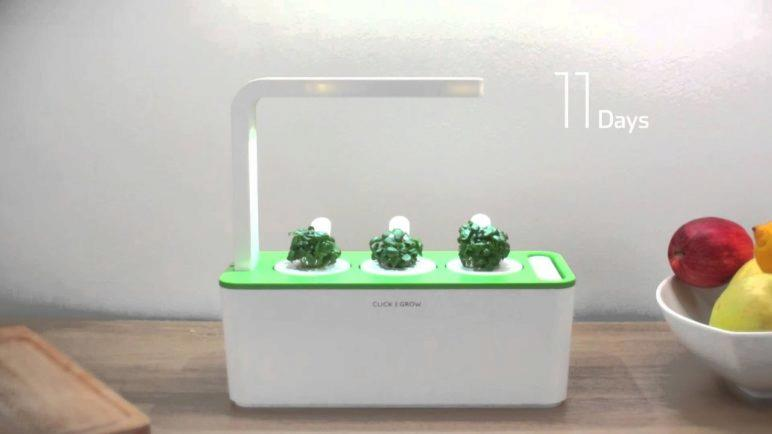 How does it work? The Click & Grow Smart Herb Garden