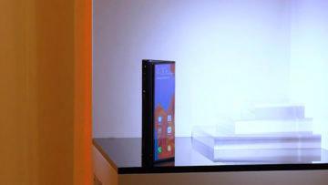 Huawei Mate X ohebny displej smartphone