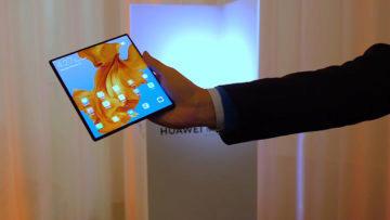 Huawei Mate X predni strana displej 8 palcu
