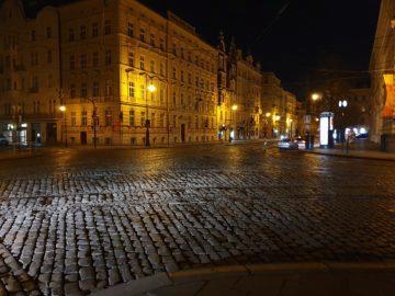Jak fotí Samsung Galaxy S10 noc križovatka