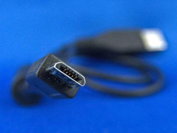 Konektor microUSB byl standardem minulosti