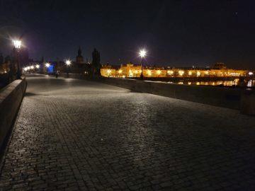 noční karlův most v praze test fotoaparátu samsung galaxy s10