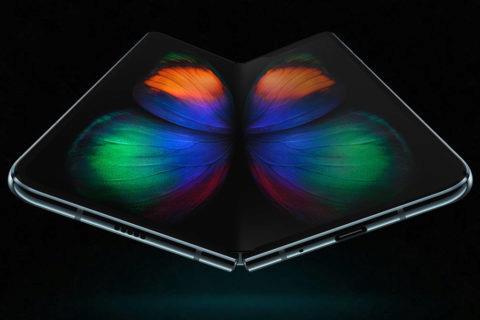 Ohebny telefon Samsung Galaxy Fold recenze