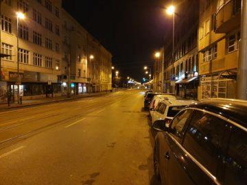 Samsung Galaxy S10+ fototest noční pražská ulice